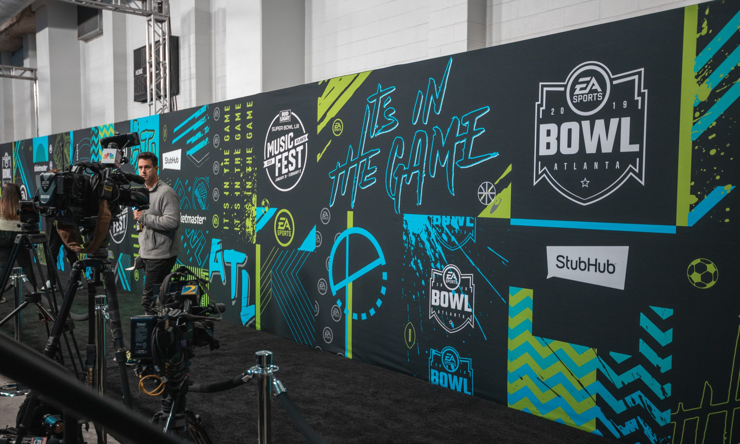 seamless AV-Drop Modular backdrop step and repeat for Super Bowl pre event